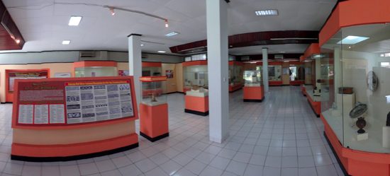 ruang koleksi seni kerajinan
