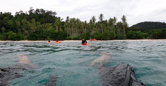 melihat keindahan bawah laut Kapo-Kapo
