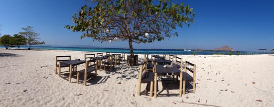 tempat makan di pinggir pantai