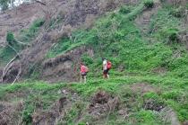 menapaki lereng bukit