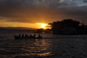 menyaksikan sunset dari dermaga pulau Assei Besar