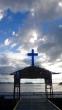 salib di pintu gerbang pulau Assei Besar