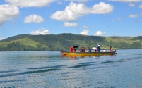 wisawatan berkeliling danau