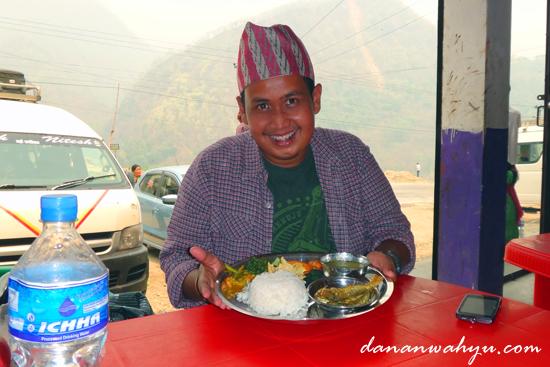 Makan Siang Warteg Ala Nepal