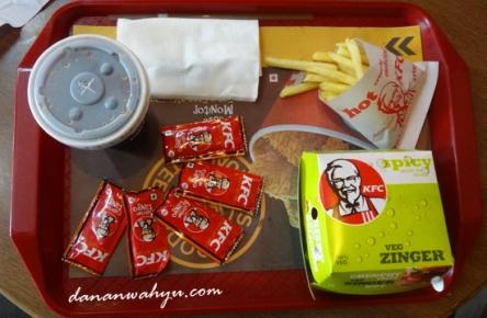 saatnya makan burger :D