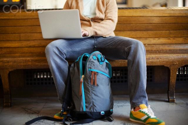 bekerja di saat travelling  | corbis.com