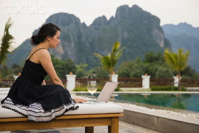 ATIVBook9Lite partner pas traveler | Corbis.com
