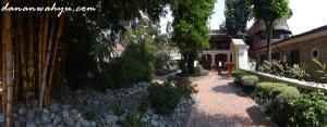 jalan kecil menuju Kafe Kaisar