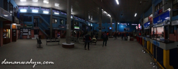ruang check-in bandara Tribhuvan