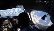pemandangan dari ruang pilot