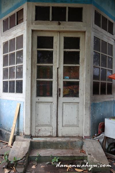 pintu masuk ruangan kantor daswati