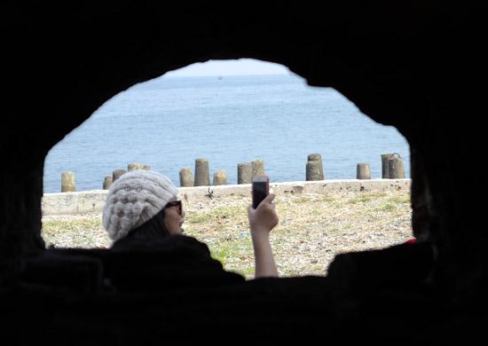 narsis sendiri di Pulau Kelor