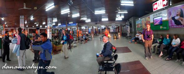 ruang tunggu keberangkatan bandara domestik Tribhuvan