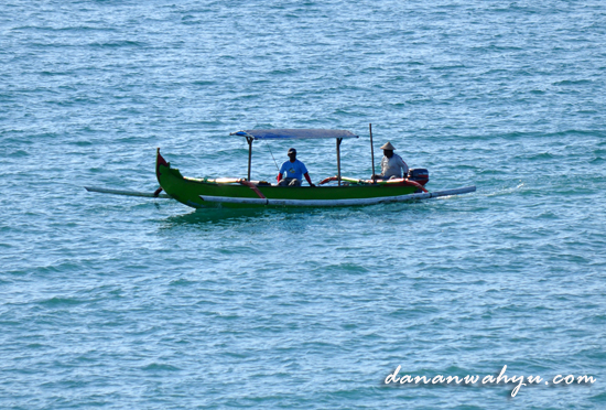Nelayan di Pantai Tegal Wangi
