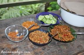 sarapan nasi kuning lengkap