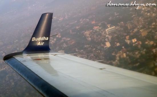 melihat kota Kathamandu dari udara
