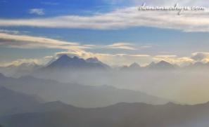 samar-samar puncak gunung Everest