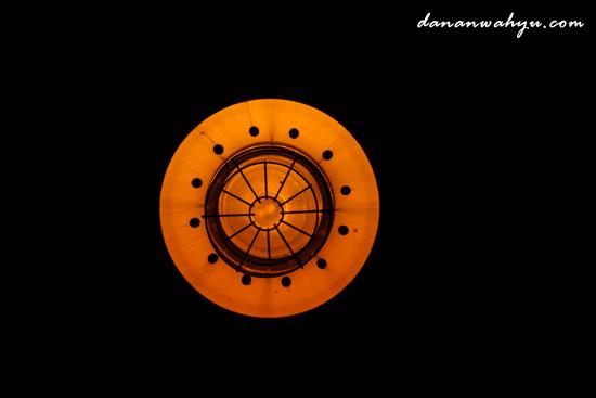 lamp is like full moon