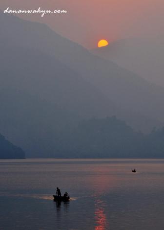 sepenggal matahari di puncak Annapurna