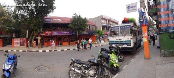 tour travel di sepanjang jalan
