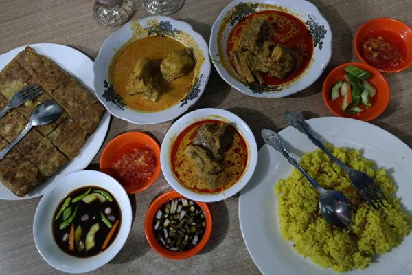 makan besar di Warung Manggis , Jambi