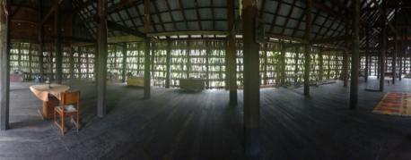tiang dan lantai kayu - dalam rumah gadang