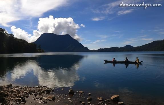 Danau Gunung Tujuh - danau vulkanis tertinggi di Asia Ternggara