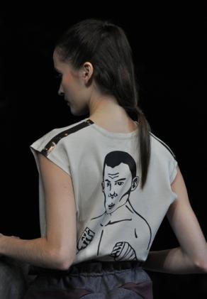 detail bagian belakang blouse-wajah sang legenda tinju