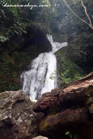 Mengaya air terjun tiga tingkat - pintu gerbang Burni Kelietan
