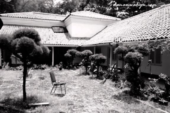 taman belakang museum Onrust