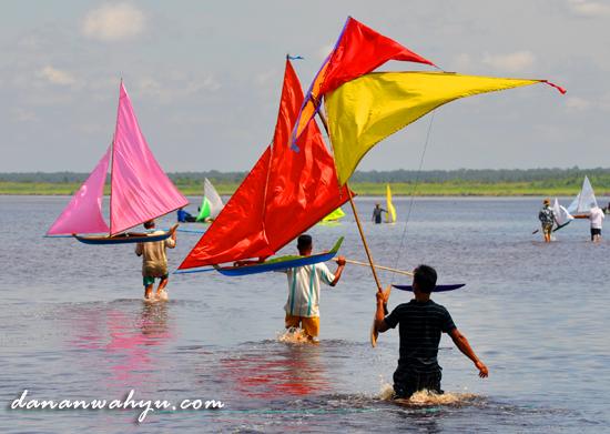 Perahu Jung - permainan pemuda pesisir teluk Riau