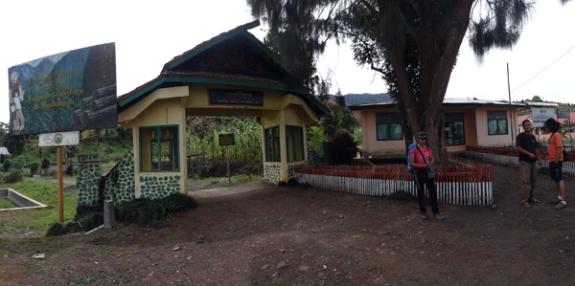 pintu gerbang Taman Nasional Kerinci Seblat