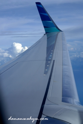sayap garuda membentang lebar di angkasa