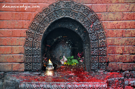 altar penyembelihan hewan , persembahan kepada Dewi Bhagwati