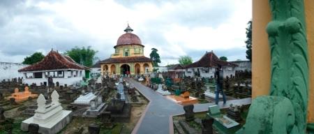 Kubah sebelah Timur makam : Panembahan Notokusumo, Sultan Abdur Rahman dan Panembahan Moh Saleh