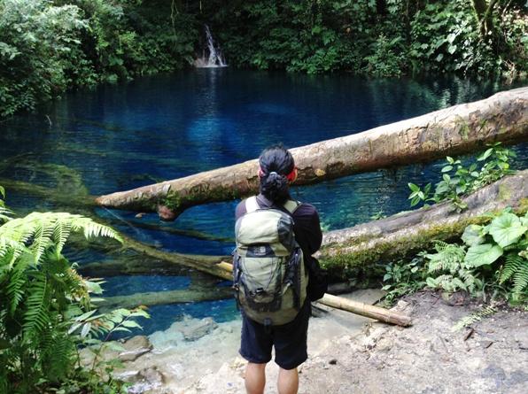 Elyudien memandang Danau Kaco