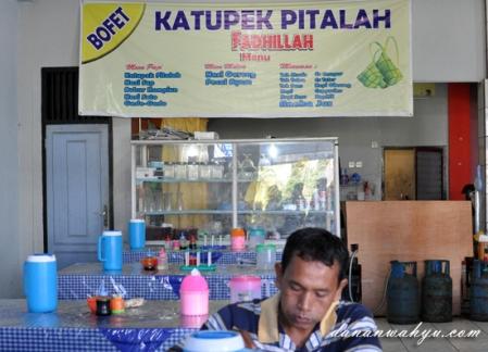 kedai Katupek Pitalah Fadhillah di Tabing, Padang Sumatra Barat