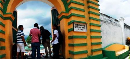 pintu gerbang makam barat Asta Tinggi