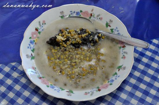 bagi yang tidak suka sarapan berat bisa mencoba bubur kampiun