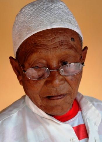 Muzeki (84 tahun) penjaga makam Asta Tinggi