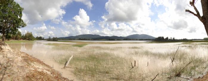 bekas tambang di Belitung Timur menjadi danau cantik