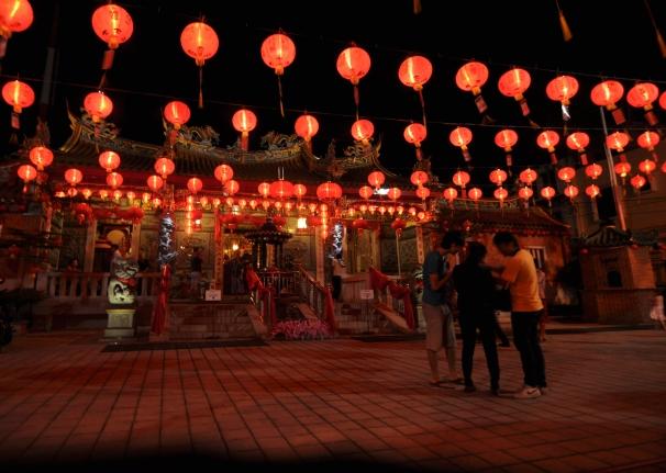 pesona lampion di Klenteng See Hin Kiong