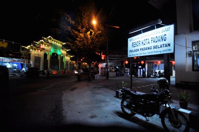 kantor polisi persimpangan jalan Niaga dan Kelenteng