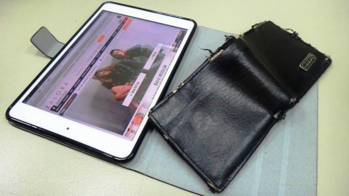 Jangan lihat dompetnya tapi isinya :D