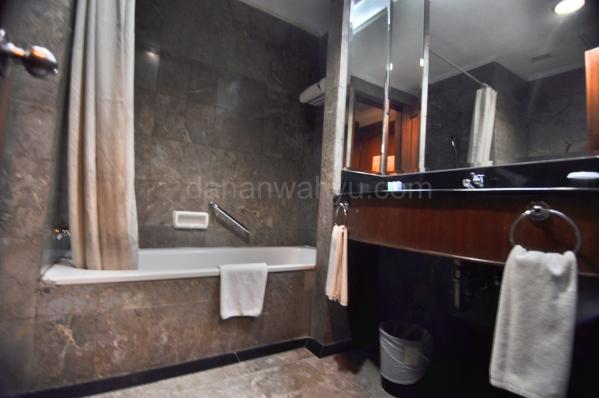 tersedia bahtub di kamar mandi