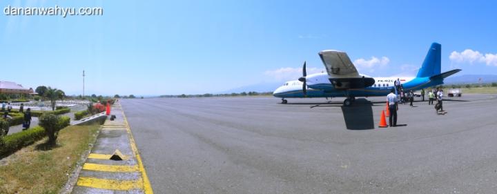 Merpati Air di Bandara Frans Seda Maumere