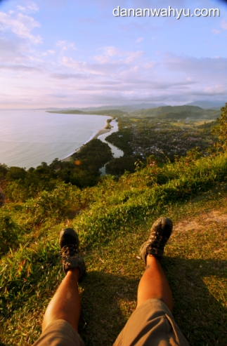 duduk santai di puncak Langkisau