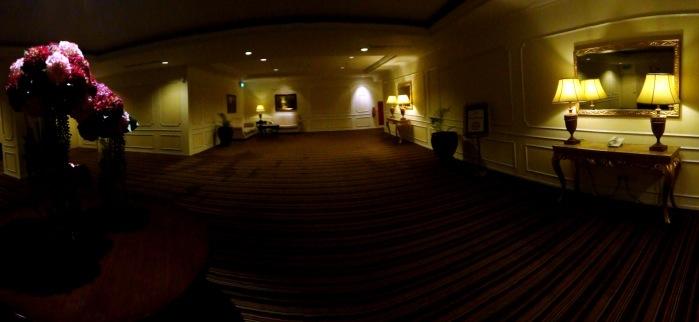 ruangan besar sebelum memasuki lorong kamar