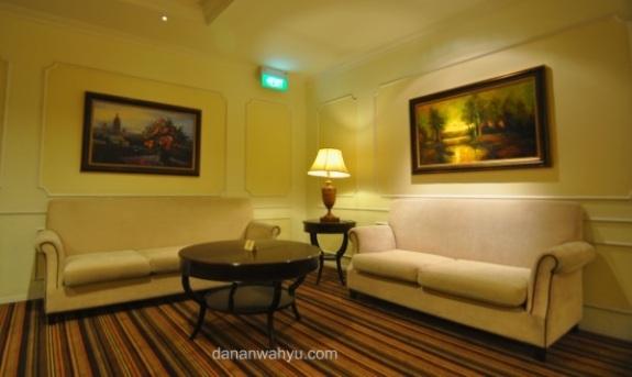 ruangan besar sebelum masuk ke lorong kamar