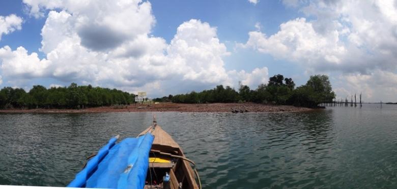 Pulau Batam di kelilingi pulau-pulau kecil